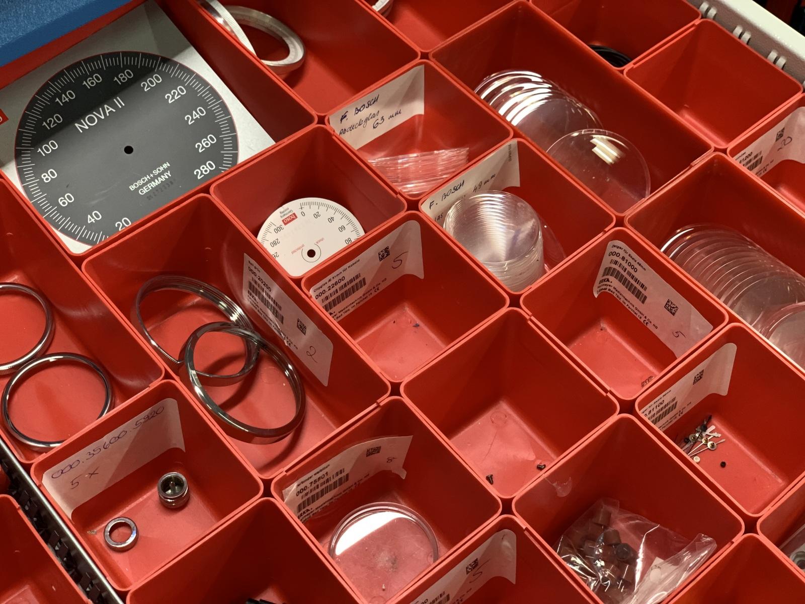 Kleinteilelager für Blutdruckmessgeräte